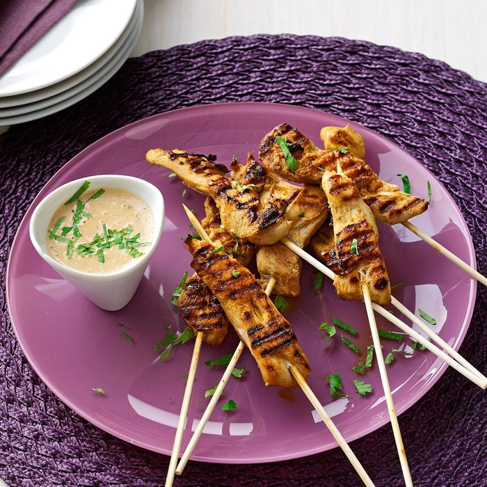Skewered Chicken With Peanut Sauce Exps50532 Thca2180111d09 16 6bc Rms