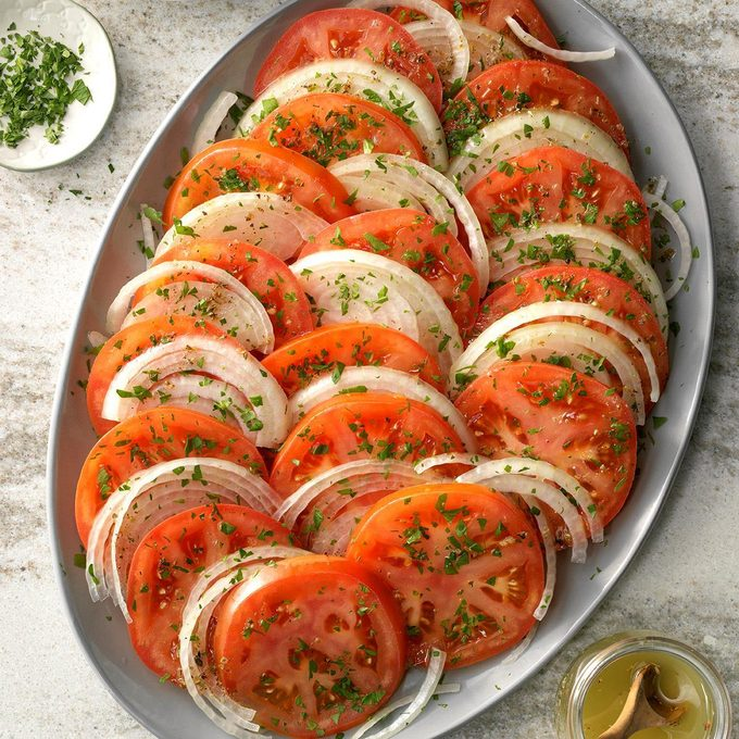 Sliced Tomato Salad Exps Scmbz19 122886 C01 24 2b