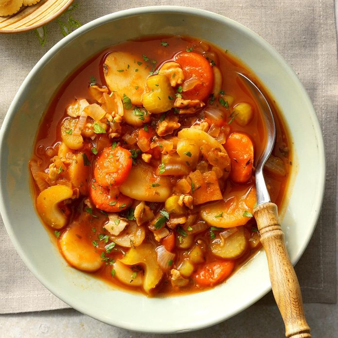 Slow-Cooked Manhattan Clam Chowder