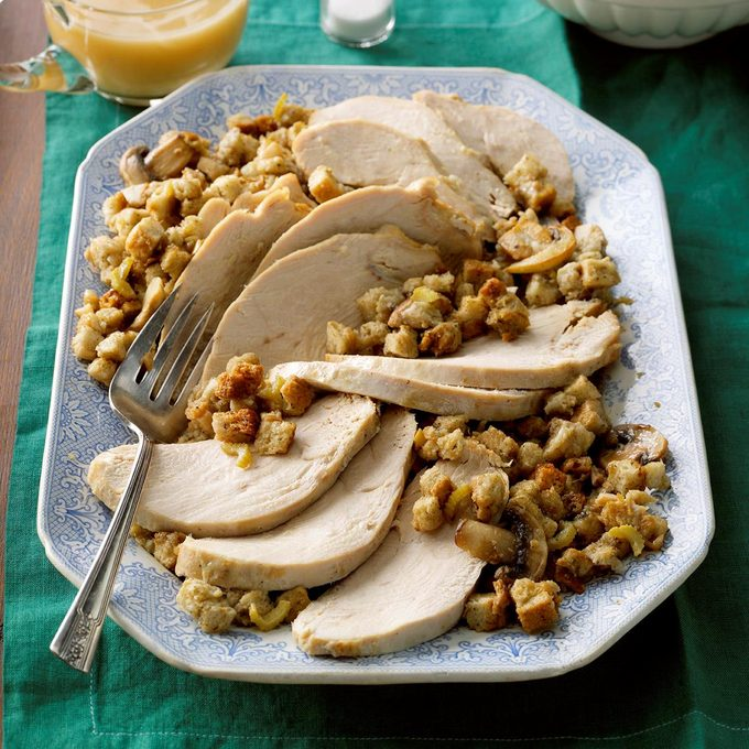 Slow Cooked Turkey With Herbed Stuffing Exps Thca18 185936 B03 17 1b 6
