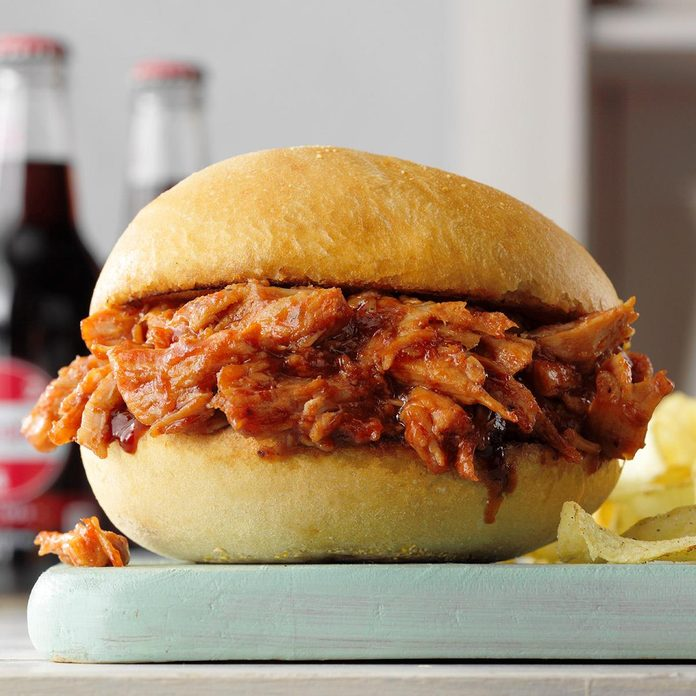 Slow Cooker Barbeque Pulled Pork Sandwiches Exps Tohesodr21 142407 E02 17 1b