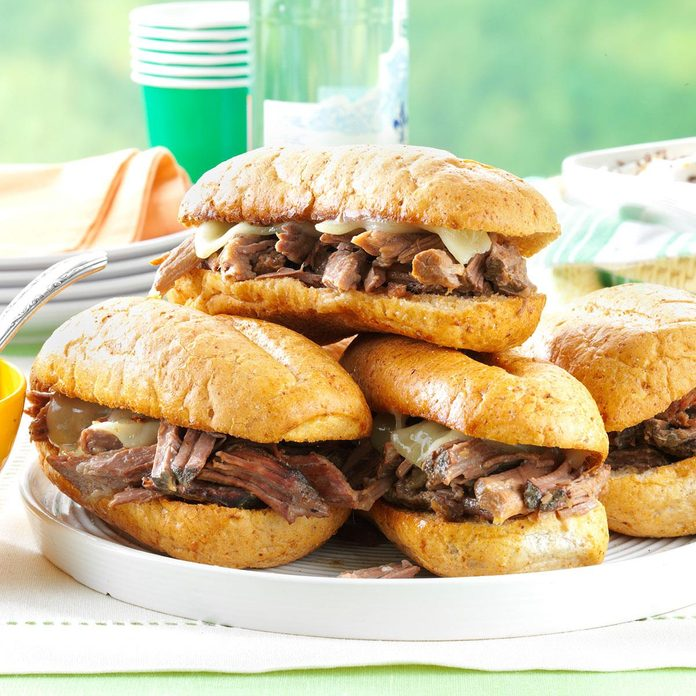 Slow Cooker French Dip Sandwiches Exps75723 Sd2847494d02 15 3bc Rms 2