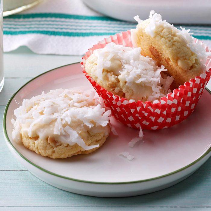 January Birthday: Snow-Topped White Chocolate Macadamia Cookies