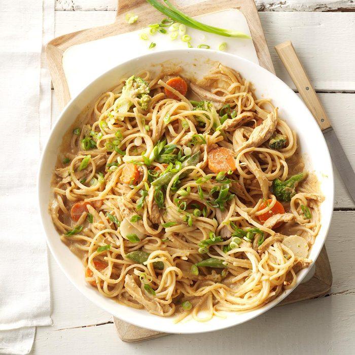 Spicy Peanut Chicken Noodles Exps Sdam17 168271 C12 09 4b 4