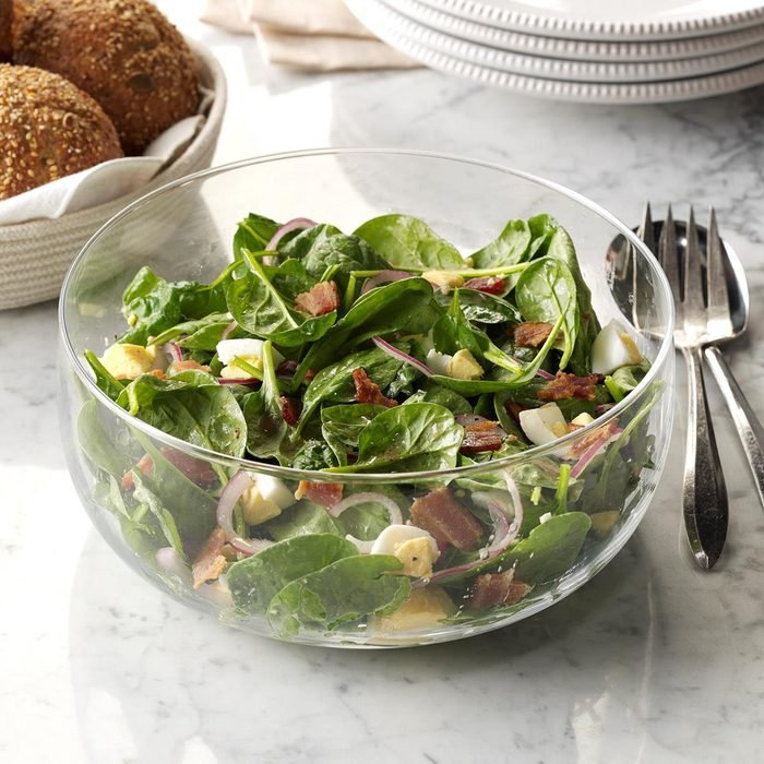 Spinach Salad With Warm Bacon Dressing Exps Sddj17 127682 16 C08 03 4b