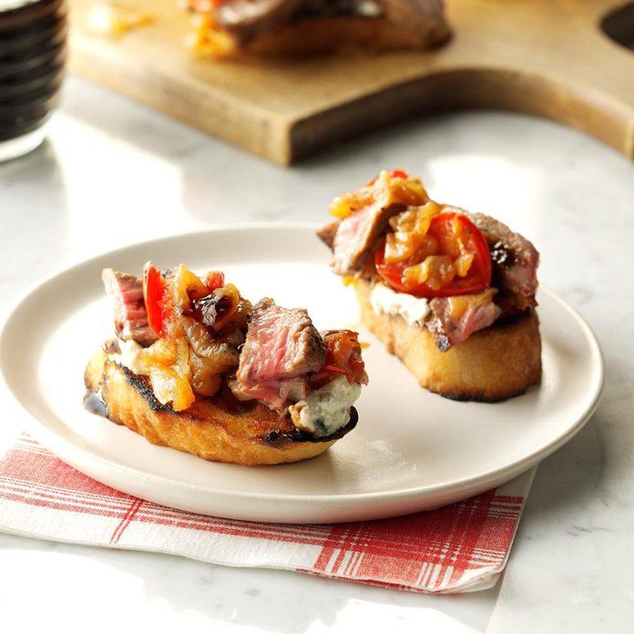 Steak Blue Cheese Bruschetta With Onion Roasted Tomato Jam Exps Sddj17 154021 C08 25 2b 2
