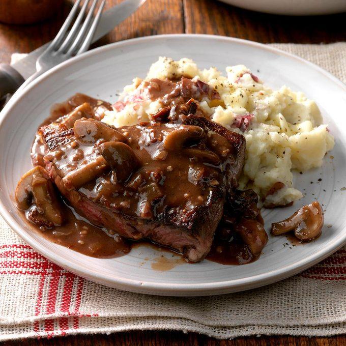 Steaks With Mushroom Sauce Exps Cwfm18 33026 D10 12 2b 3