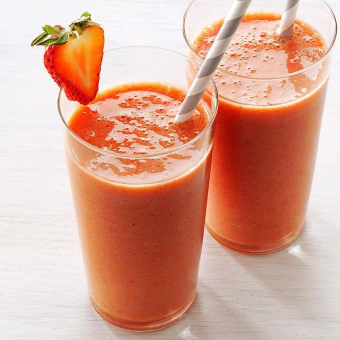 Strawberry Lemonade Smoothie Exps166627 Th132767a05 02 16bc Rms 5