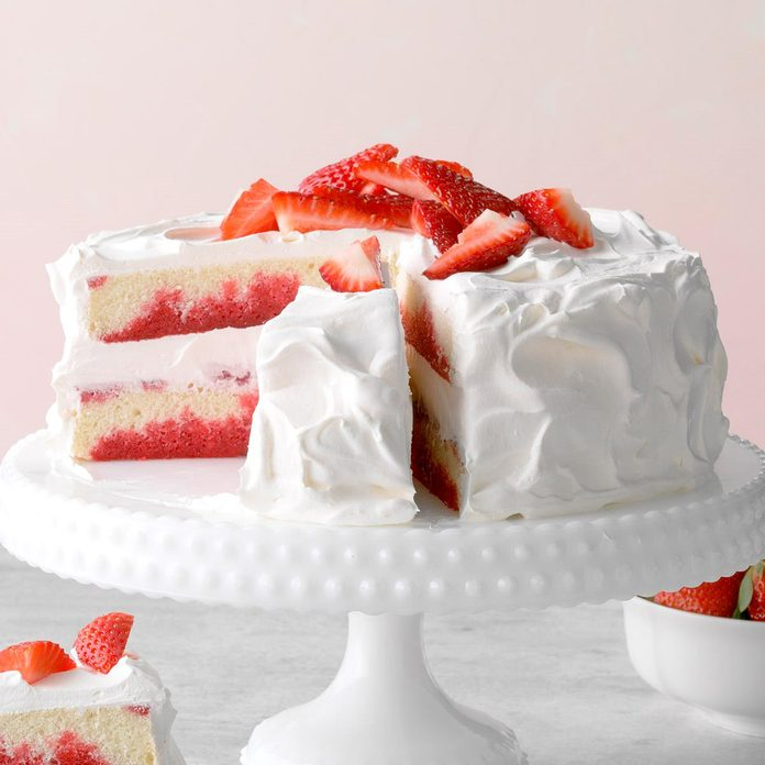 Strawberry Poke Cake Exps Gbdbz20 17672 B01 09 2b 1