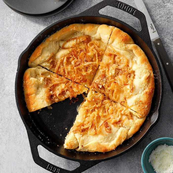 Sweet Onion Bread Skillet Exps Cimz18 58690 E09 06 4b