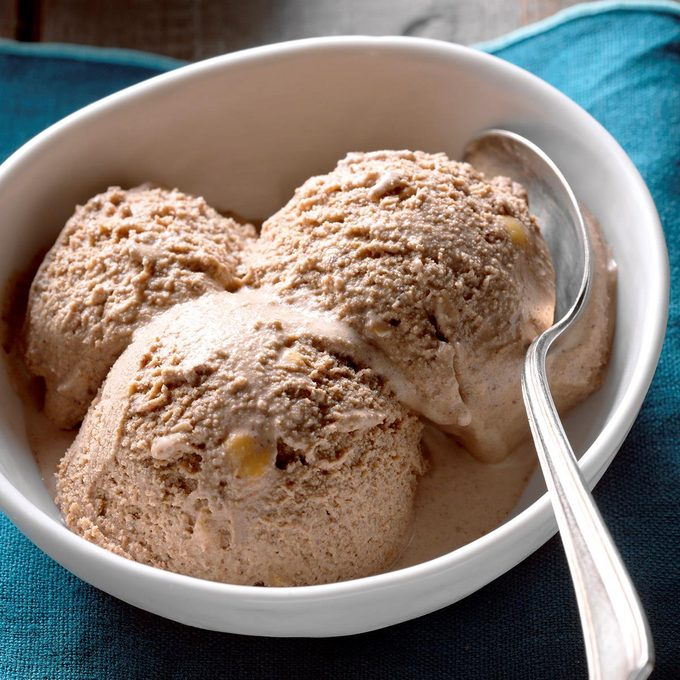 Toasted Hazelnut And Chocolate Ice Cream Exps Thca18 121396 B11 02 5b 1