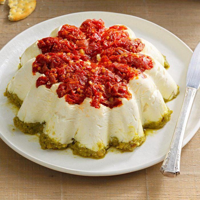 Tomato Walnut Pesto Spread Exps Tohca21 41879 B12 17 8b