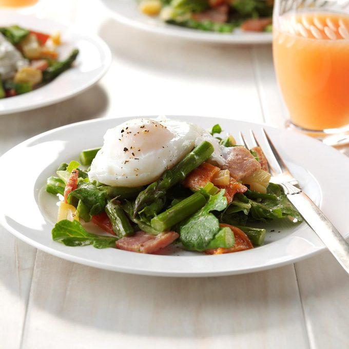 Twisted Eggs Benedict Salad Exps Thfm17 198099 C09 21 4b 1
