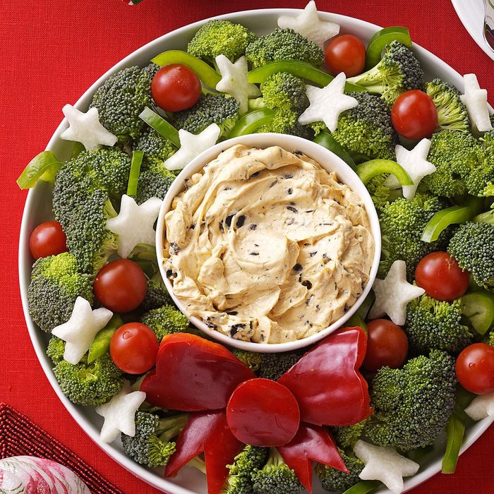 Vegetable Wreath With Dip Exps16517 Bhr2739870b06 01 1b Rms