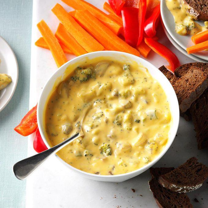 Warm Broccoli Cheese Dip Exps Hscbz18 28804 D08 16 2b 2