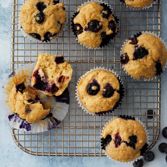Whole Wheat Blueberry Muffins Exps Fttmz20 34926 E03 04 7b 1