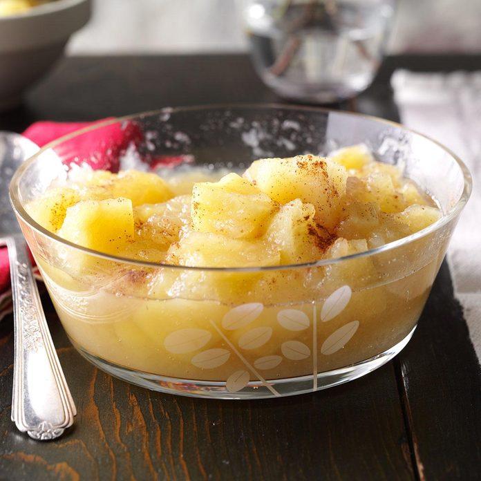Easy Homemade Chunky Applesauce