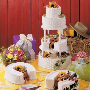 Horseshoe-Layer Wedding Cake