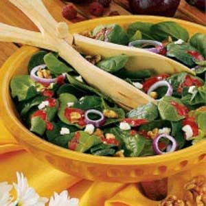 Walnut-Cheese Spinach Salad