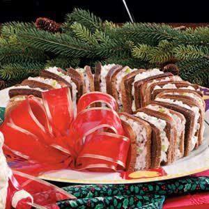Holiday Sandwich Wreath