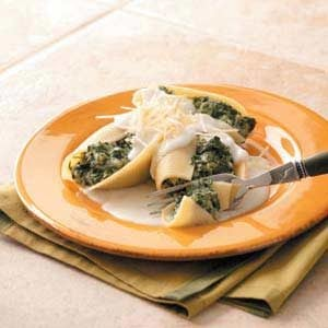 Spinach Stuffed Shells with White Sauce
