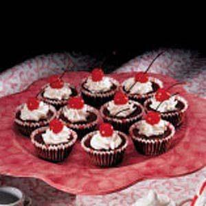 Easy Chocolate Cherry Cheesecups