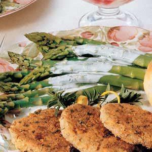 Asparagus with Creamy Dill Sauce