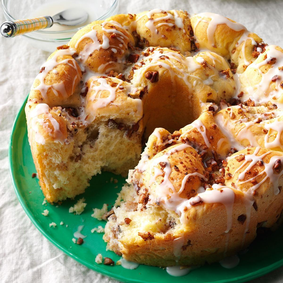 Apple-Cinnamon Pull-Apart Bread