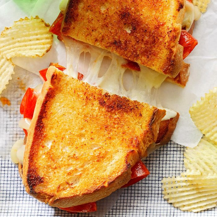 Grilled Cheese Pepperoni Sandwich Exps Cffbz22 229394 B10 01 1b