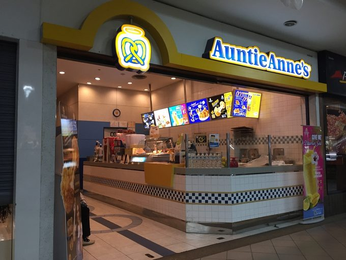 Auntie Anne's shop at the Central Kardsuankaew. Auntie Anne's got its start in 1988 when Anne Beiler bought a stand in a Pennsylvania farmers market.