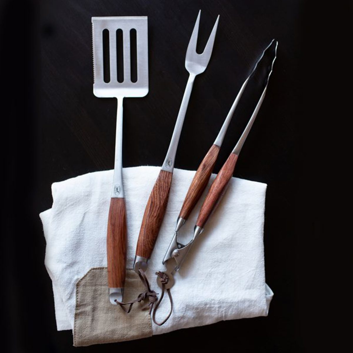 Grilling Spatula, Prongs and Tongs