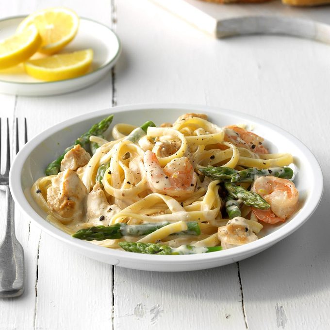Chicken And Shrimp With Lemon Cream Sauce Exps Sdjj18 79997 C02 08 5b 4