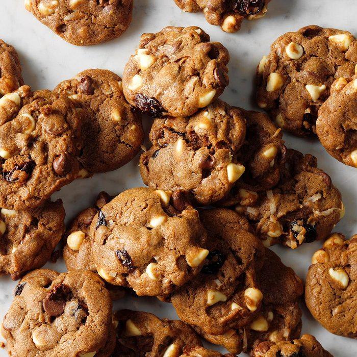 Chocolate Chip Cherry Chunk Cookies Exps Thjj18 212996 B02 01 5b 10