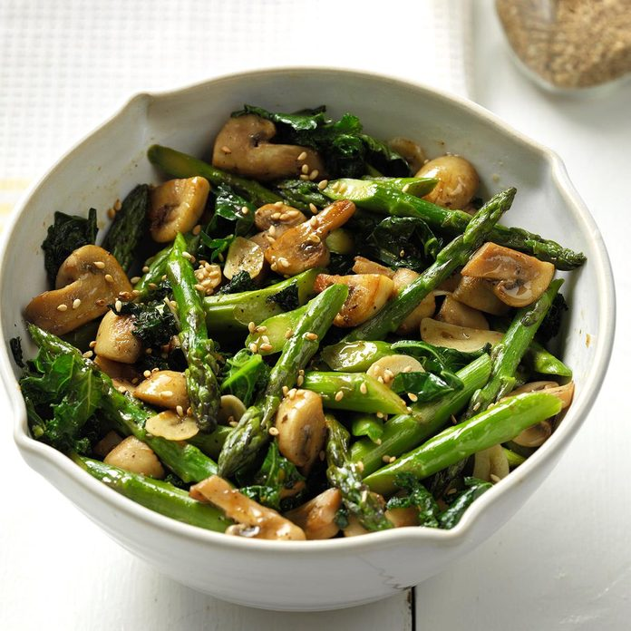 Fresh Thai Asparagus Kale And Garlicy Mushrooms  Exps Thjj18 213672 C01 31  4b 100