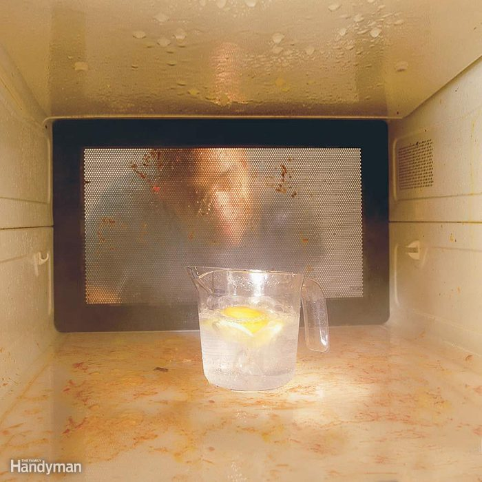 cleaning microwave with water and lemon