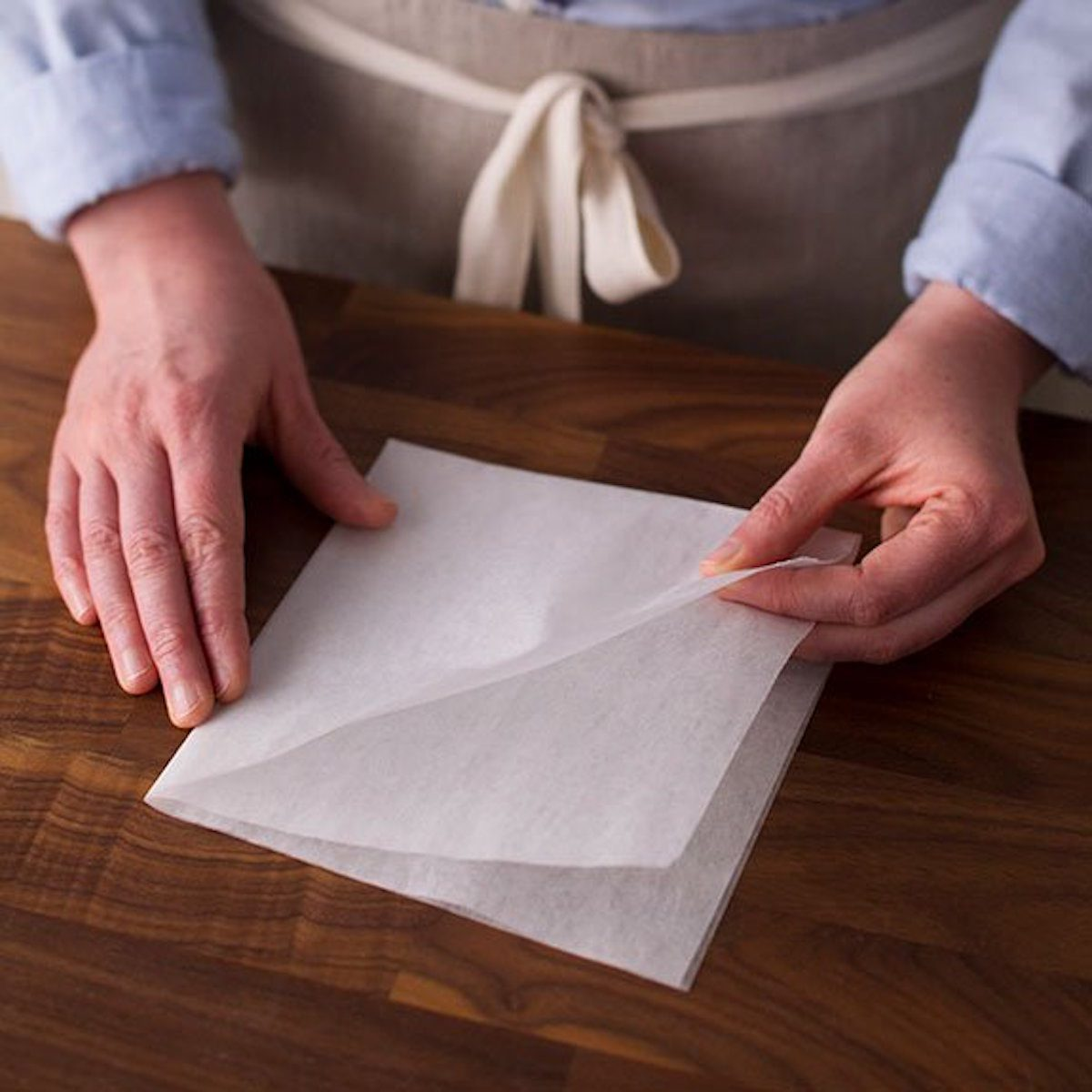 folding parchment paper for cake pan