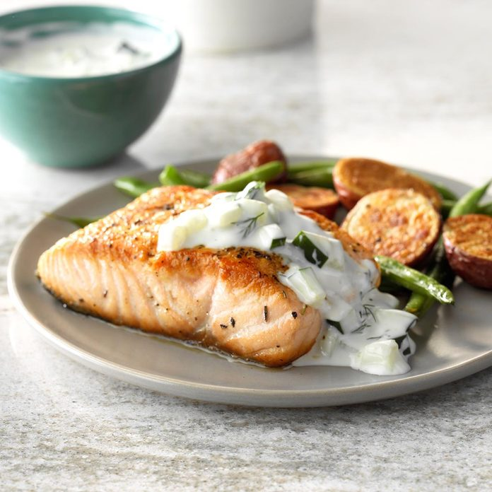 Pan Seared Salmon With Dill Sauce Exps Sdas18 133878 C03 29  10b 8