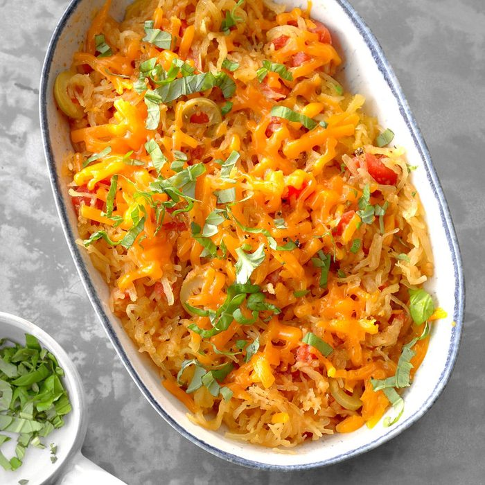 Spaghetti Squash With Tomatoes And Olives Exps Sdas18 175709 D04 03  1b