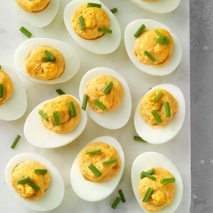 Roasted Garlic Deviled Eggs Exps Cplbz19 192481 E11 01 6b