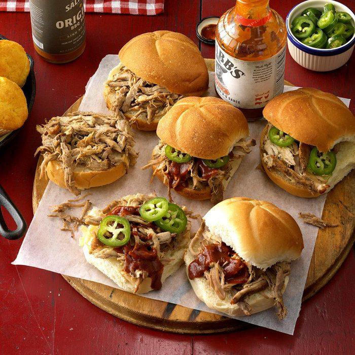 Spiced Pulled Pork Sandwiches Exps Hca18 85038 C08 29 2b 4