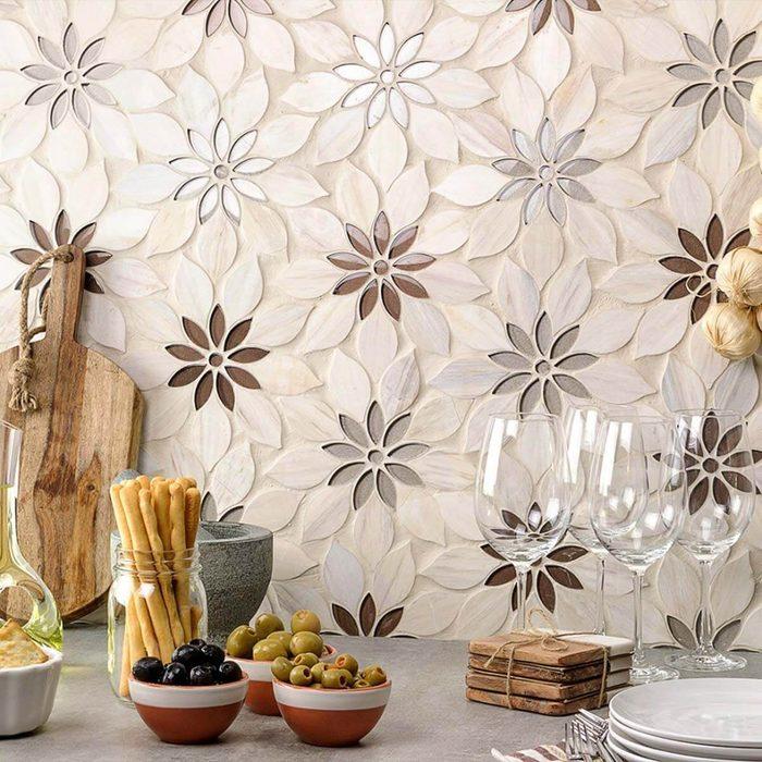 Dimensional floral pattern backsplash