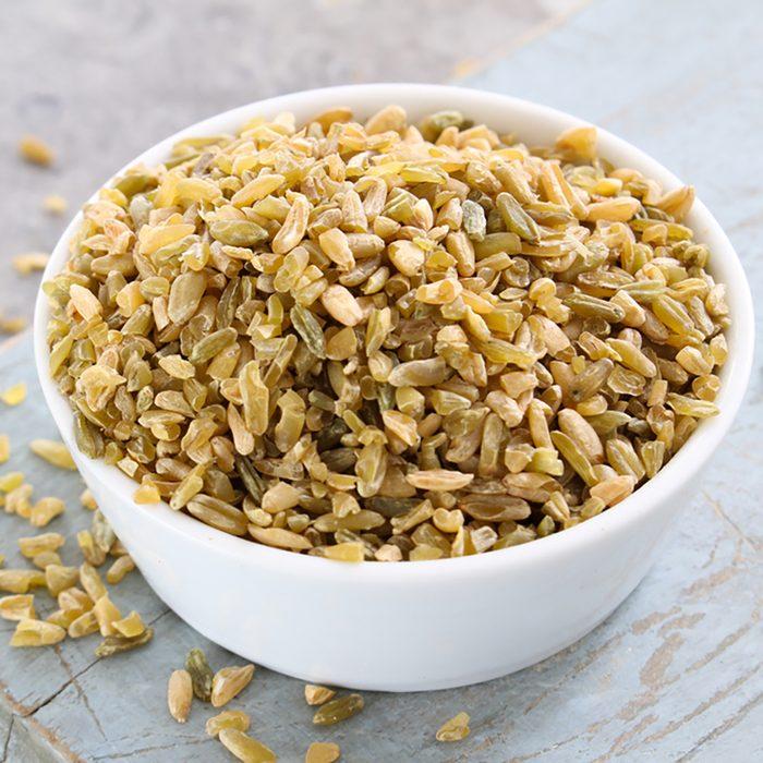 healthy uncooked cracked freekeh grain