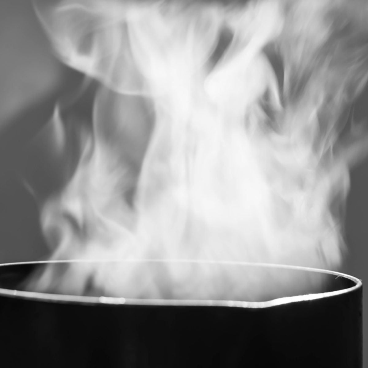 Selective focus steam over cooking pot