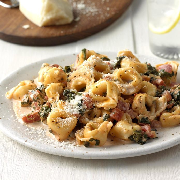 Tortellini With Tomato Spinach Cream Sauce Exps Sdon18 139679 C06 19 3b 6