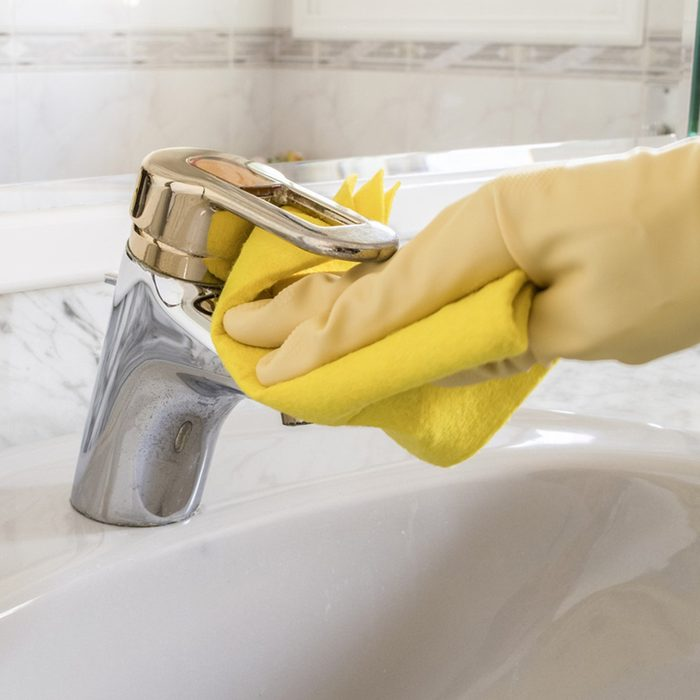 Cleaning faucet with microfiber cloth