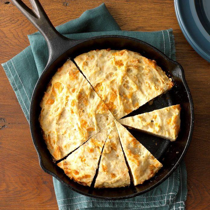 Cheesy Garlic Herb Quick Bread Exps Thd18 233912 C07 31 2b 5