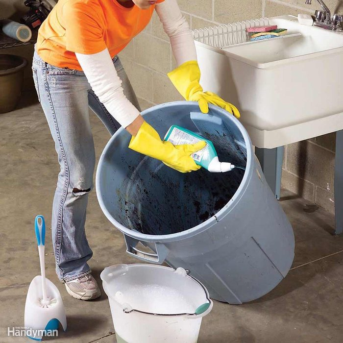 Cleaning trash can