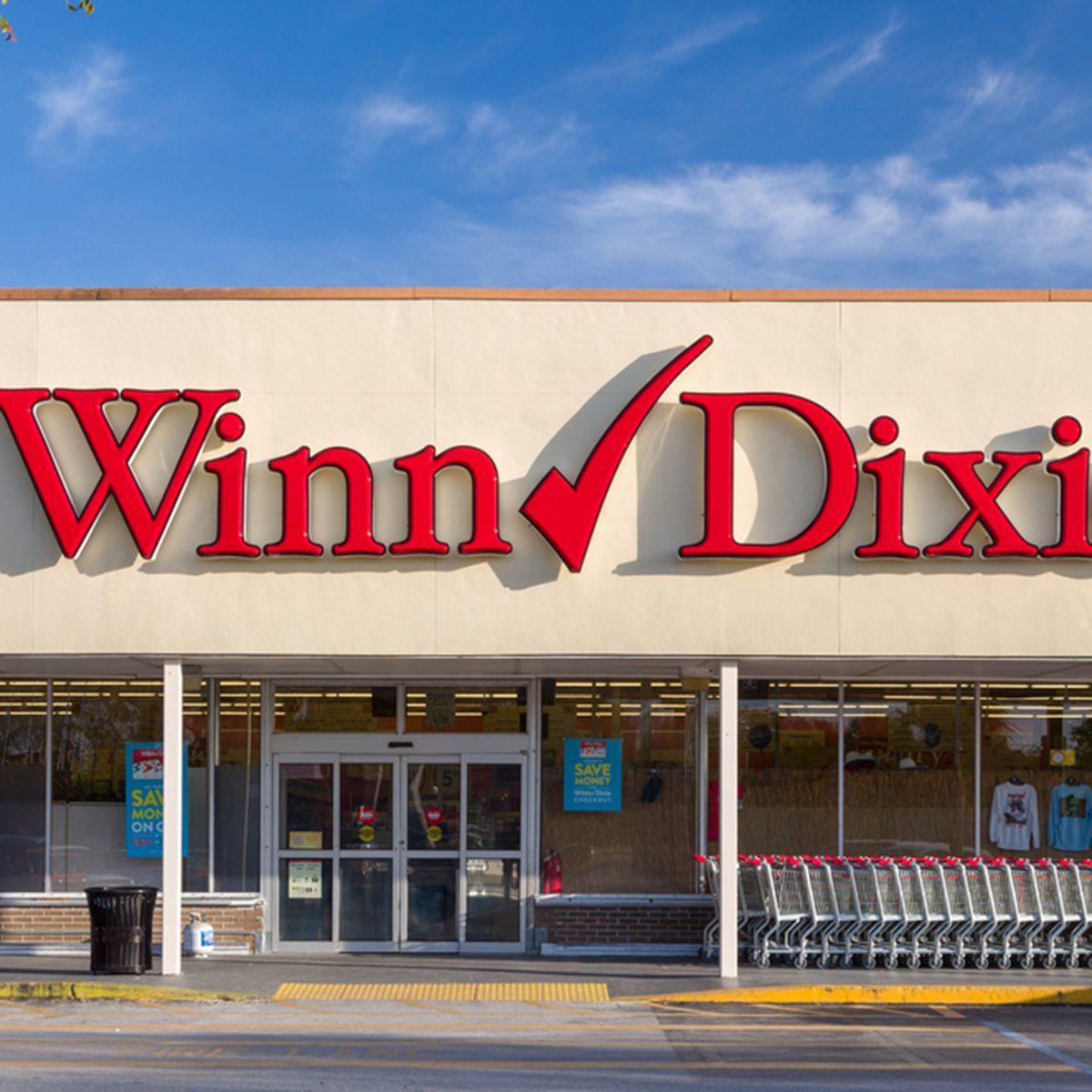 Winn-Dixie retail grocery store exterior.