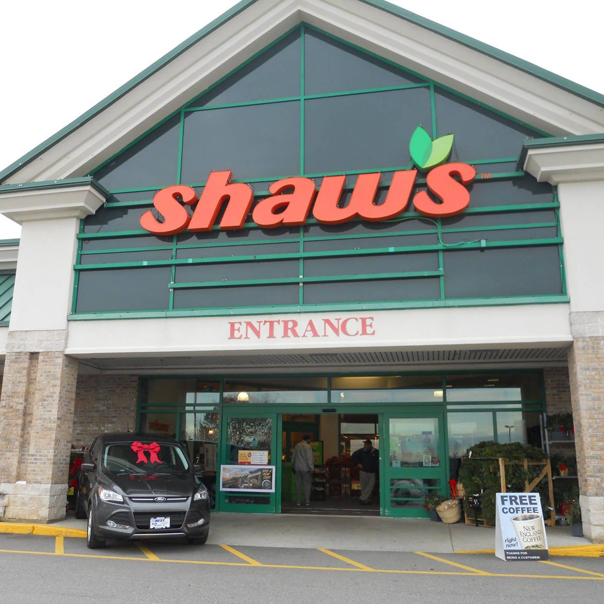 Exterior of Shaw's Supermarket