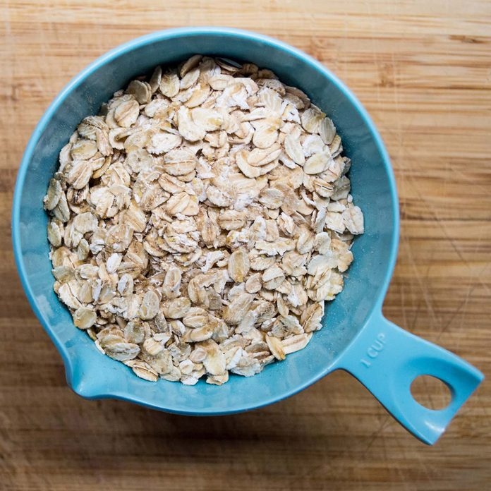Oats in measuring cup